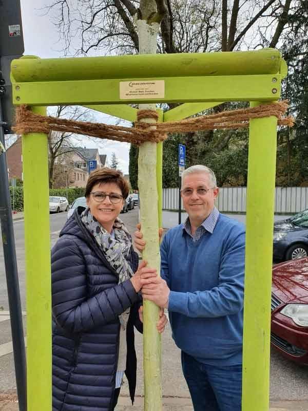 Claudia und Peter Wahl spenden eines Baumes in Köln Lindenthal!