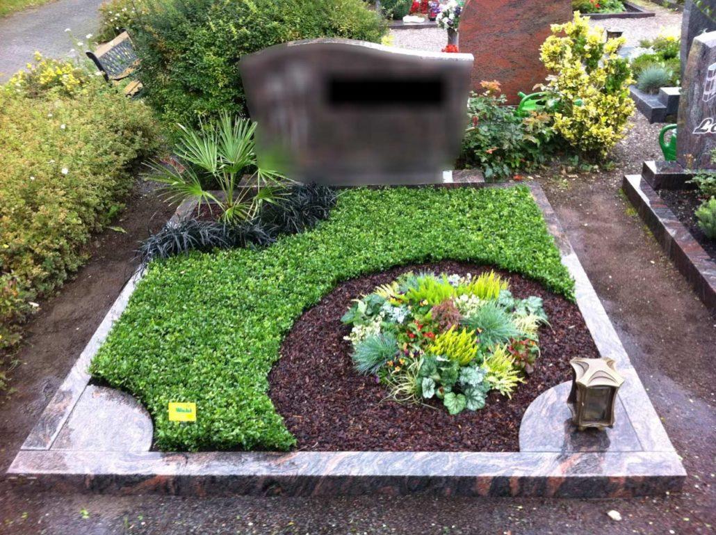 Hier sehen Sie ein Beispiel der Grabpflege bei Blumen Wahl in Frechen!