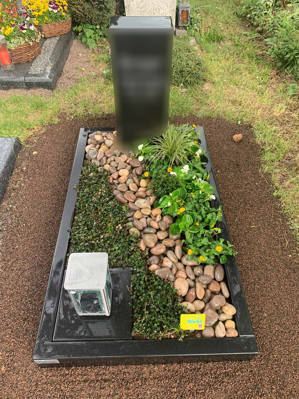 Die ist ein Beispiel für die Grabpflege bei Blumen Wahl in Frechen bei Köln!